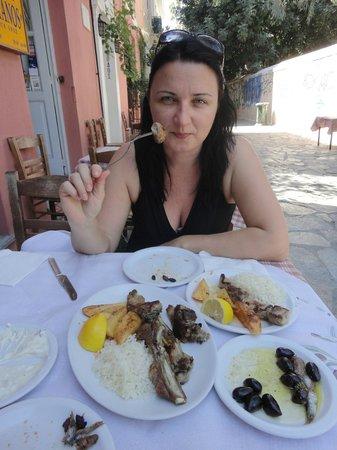 Taverna Platanos :                   enjoying lamb chops
