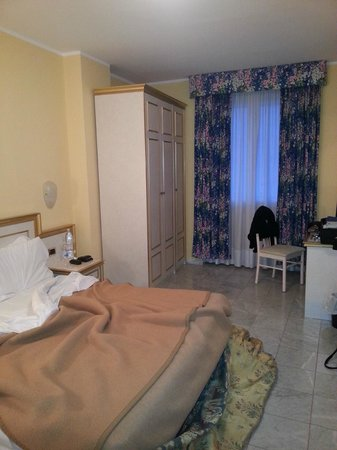 Hotel Alexander Palace:                   Camera