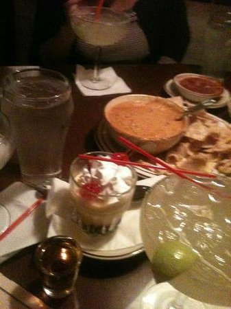 LA Capilla Mexican Restaurant: Nice drinks but no bus boy,you have to push away all your plates and glasses.