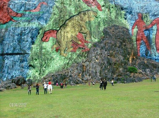 Parqueo picture of mural de la prehistoria vinales for Mural de la prehistoria