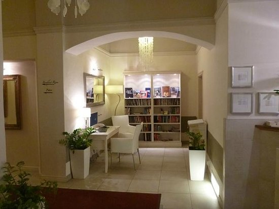 Unitas Hotel:                   DVD and book library