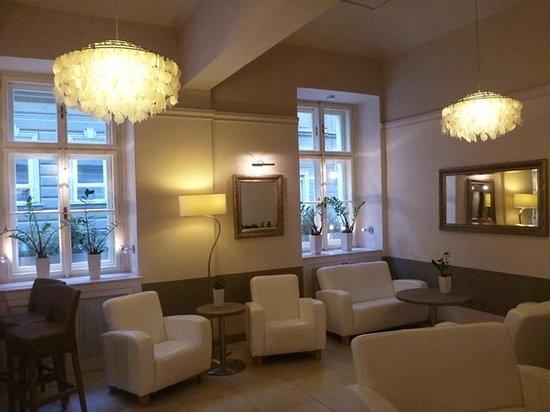 Unitas Hotel:                   Lobby Bar Seating