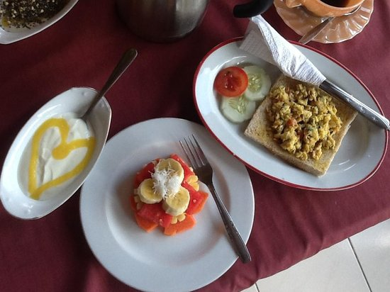 Okawati Hotel:                   Best Bali Breakfast - Yogurt, fresh fruit & mango juice yummm
