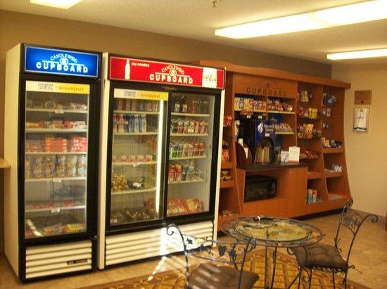 Candlewood Suites Chicago Waukegan: Candlwood Cupboard