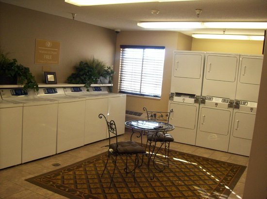 Candlewood Suites Chicago Waukegan: Complimentary Laundry