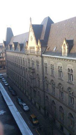 Régent Contades : Vue sur le beau bâtiment depuis ma fenêtre