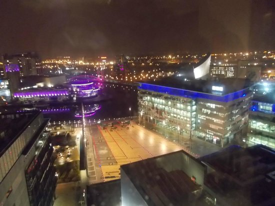 Holiday Inn Manchester MediaCityUK: View from 15th floor by night