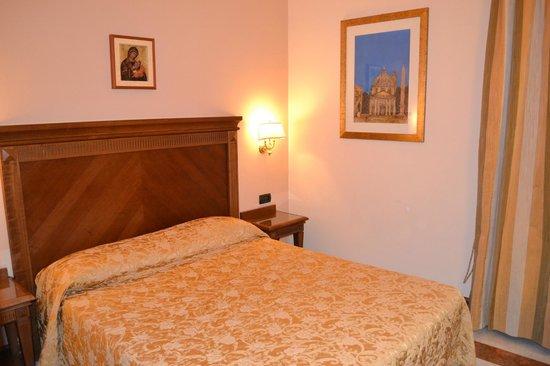 Hotel Alimandi Vaticano:                   Bedroom