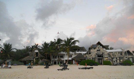 Amelie Tulum:                   l'hotel visto dalla spiaggia