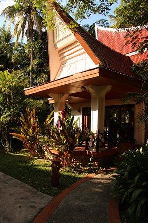 Santhiya Tree Koh Chang Resort:                   террасса бунгало