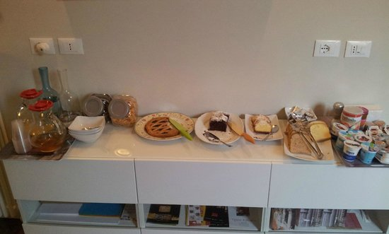 Honey Rooms Ferrara:                                     light and sweet breakfast :)