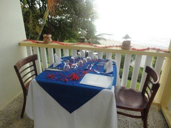 Turquoise Bay Dive & Beach Resort:                   Nuestra cena romántica en la primera noche