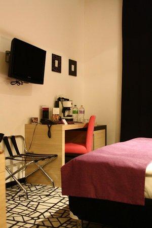 Cosmo City Hotel:                   Room 205