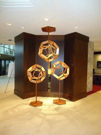 Portland Marriott Downtown Waterfront: sculpture in lobby