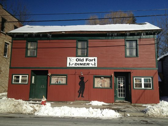 Ye Old Fort Diner: Street View of front