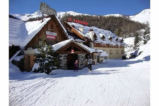 Restaurant Hotel le Bataclan:                   Step outside, click on your skis, and go!