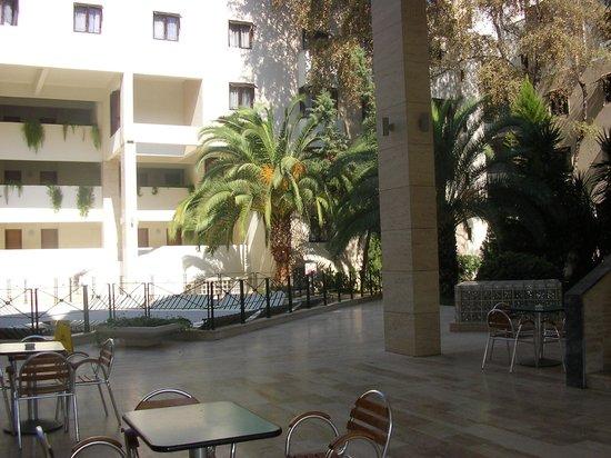 Majesty Club La Mer: La Mer Art Hotel - In the garden