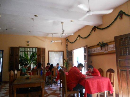 Hotel y Restaurante El Peregrino:                   sala