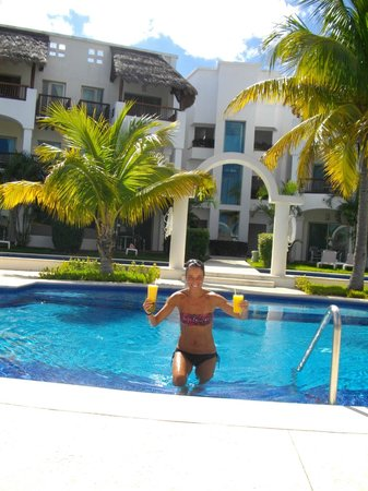 Valentin Imperial Riviera Maya:                   here's you margarita sis!!!