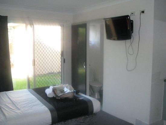 Chermside Court Motel:                   Deluxe Queen room.....