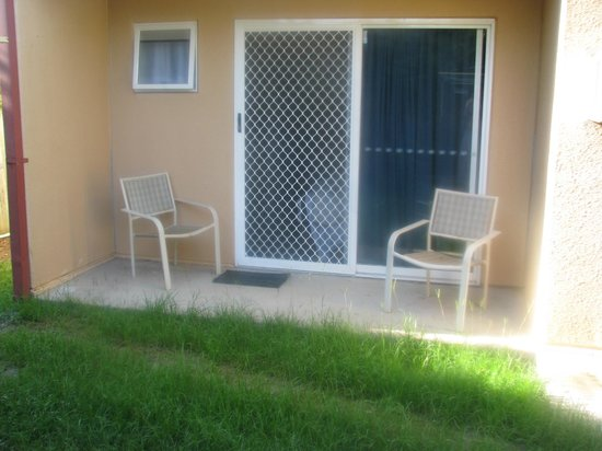 Chermside Court Motel:                   Advertised as a 'balcony', which all Deluxe Queen rooms apparently had....