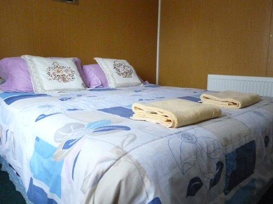 Hostal Geminis:                   Habitación matrimonial con baño privado