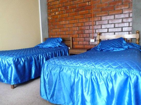 Hostal Geminis:                   Habitación doble con baño compartido