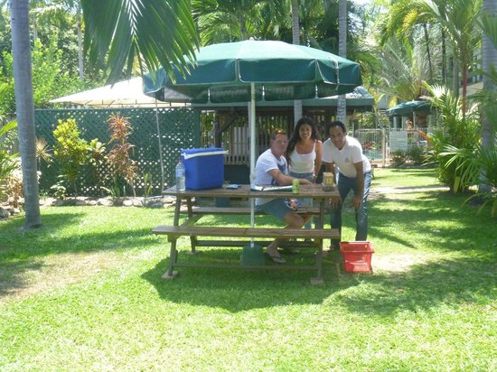 Silvester Palms Holiday Apartments:                   Allan and us on the beutiful garden!