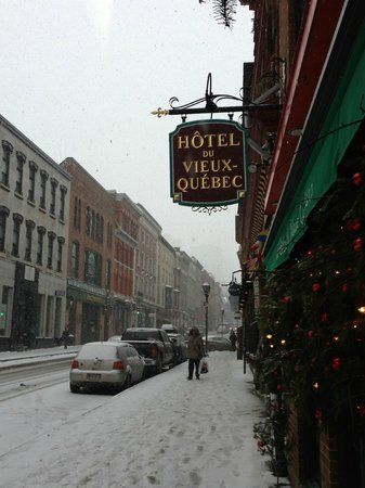 Hotel du Vieux-Quebec :                   Street view outside hotel