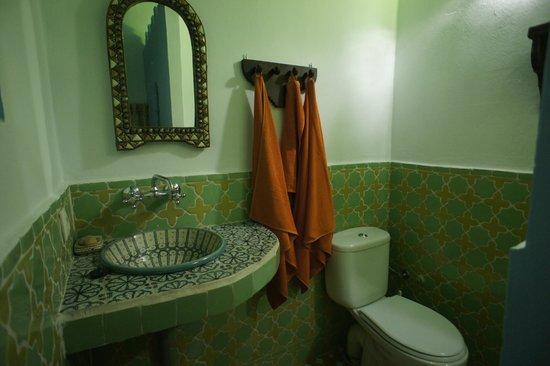 Riad Nerja:                                     Cuarto de baño