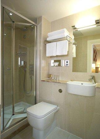 Park International Hotel : Renovated Bathroom