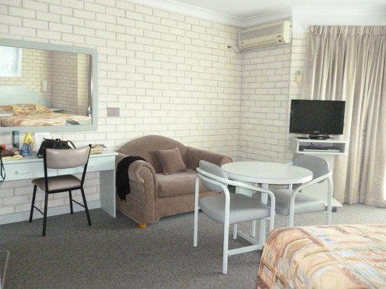 Beach Park Motel:                   standard queen room
