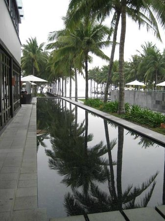 The Nam Hai Hoi An - a GHM hotel:                                     Restaurant Reflecting Pool