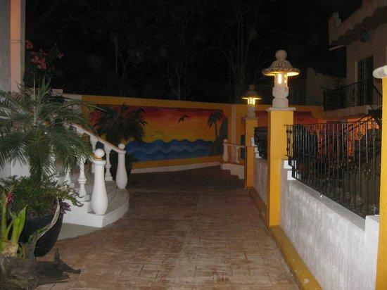 Hotel Loma Linda: entrance
