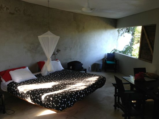 Hix Island House:                   Bedroom Redonda #3