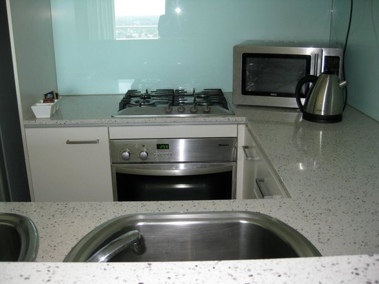Oaks Casino Towers: Kitchen