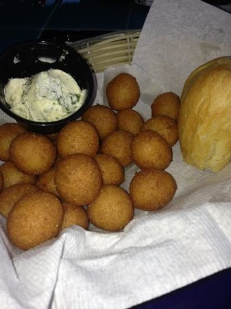 Pearl's Saltwater Grille:                   Hushpuppies and rolls