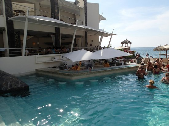 Now Amber Puerto Vallarta:                   Pool bar