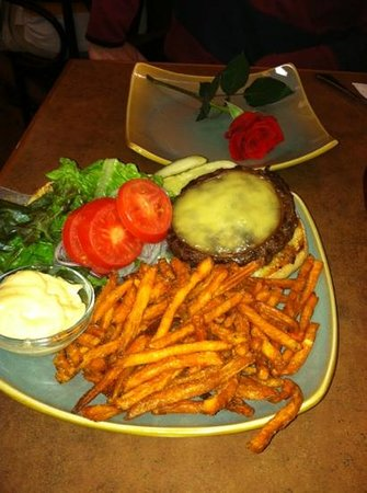 Cambria Pines Lodge Restaurant :                   Hearst burger