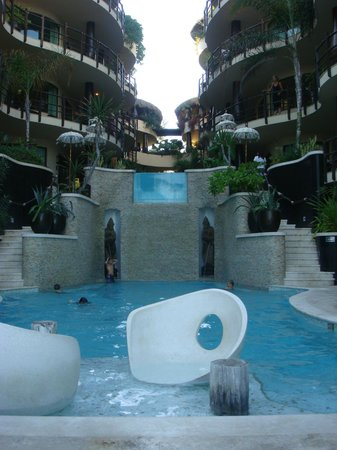 El Taj Oceanfront & Beachside Condos Hotel:                   Main Pool