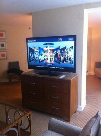 Hyatt Regency Baltimore Inner Harbor: TV in sitting area (other room; not bedroom)