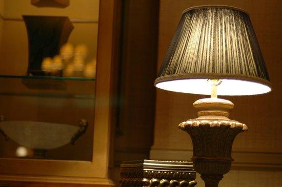 米拉奇賭場酒店:                   客廳桌燈