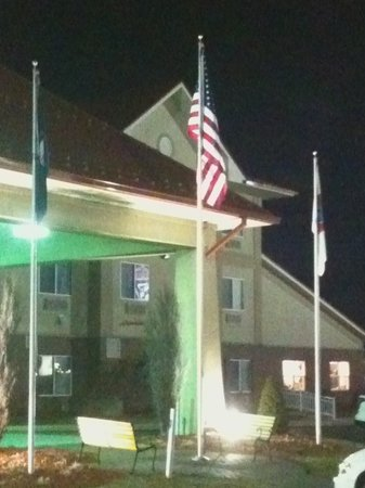 Comfort Suites Owensboro Well Lighted Flagpoles