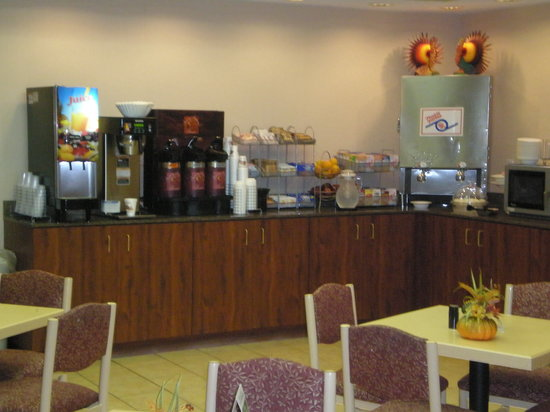 Comfort Suites: Breakfast Buffet Coffee Bar