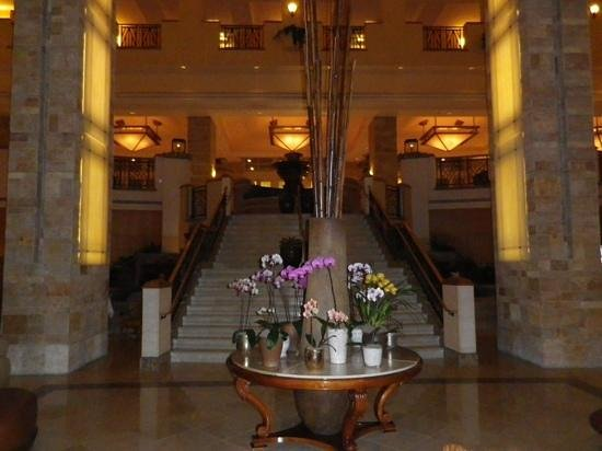 JW Marriott Phoenix Desert Ridge Resort & Spa:                   Grand staircase in main lobby