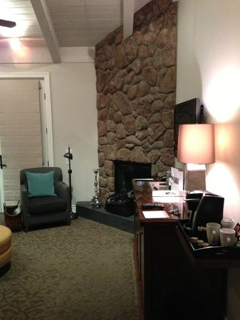 Hotel Yountville: Fireplace