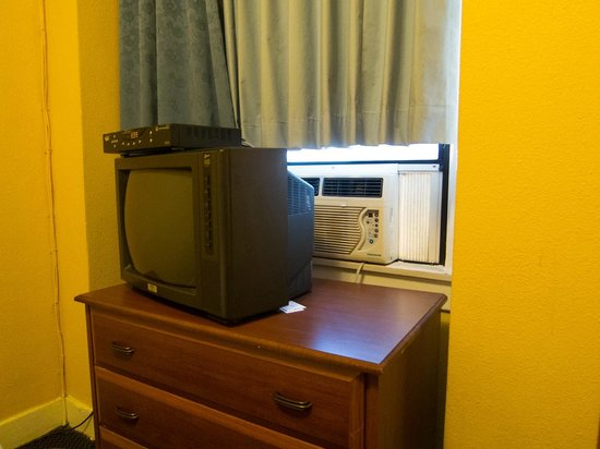 The Milner Hotel Downtown Los Angeles:                   TV blocking A/C unit lol