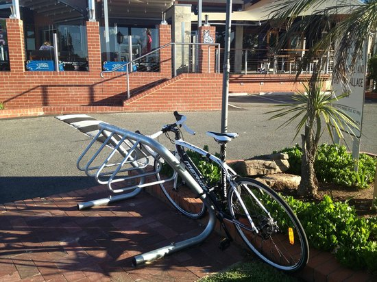 Arkaba Hotel: Bike rack - great during TDU