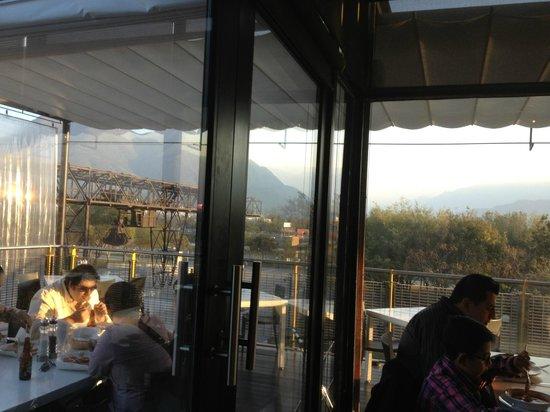 El Lingote Restaurante :                   Vista hacia el Cerro de la Silla
