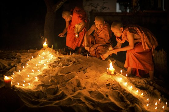 Mekong Riverview Hotel: The festival of light.  Photo by Peter Derrett